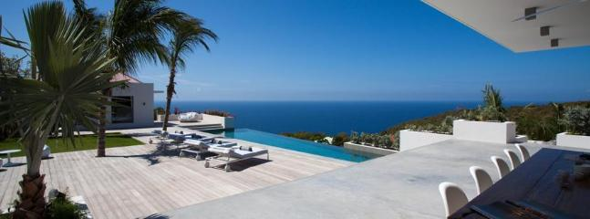 Spacious 4 Bedroom Villa with private Deck and Pool in Gouverneur