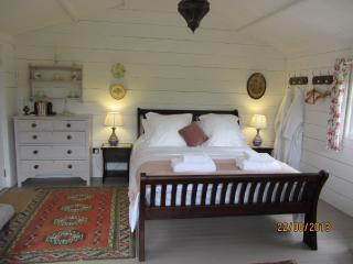 The Shack – Luxury Glamping, Shepton Mallet