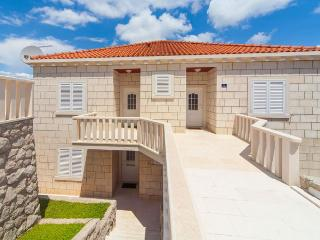 Apartment Pomet, 7min from the beach, Dubrovnik
