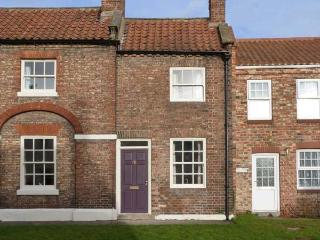 CHAPEL COTTAGE, period stone cottage, open fire, enclosed courtyard, in York, Ref 28836