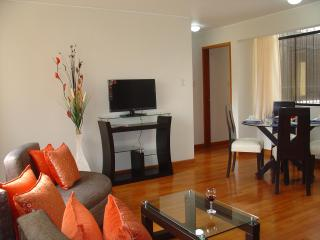 FULLY FURNISHED 2-BEDROOM APARTMENT MIRAFLORES 201, Lima