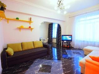 Spacious 1-bedroom Apartment at Khreshchatyk Str, Kiev