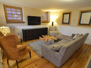 Best Location in DC! Sleep 8 for the Price of 2!, Washington DC