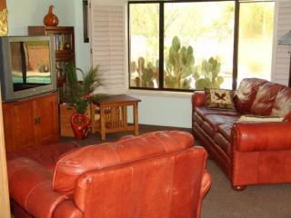 NEW LISTING - 3Bd/2BA with available dates for Spring, Tucson