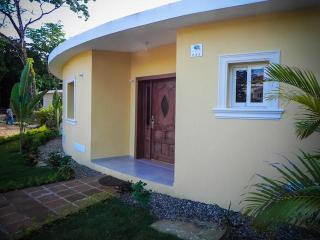 This villa Tranquila with two bedrooms will be felt like home. Each bedroom has a safe and a cable TV! WI-FI included. Furnished terrace with the barbecue and a private pool that lets you see the view of a green jungle.(643), Cabarete