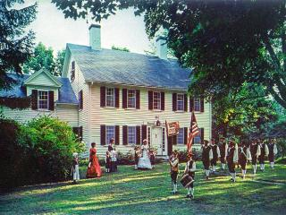 Acclaimed, gracious 1700s Fletcher Tavern B&B, Westford