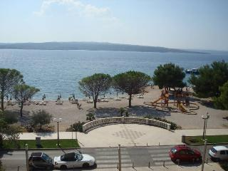 BEACH APARTMENTS IN THE CENTER - APP 2 (2+2), Crikvenica