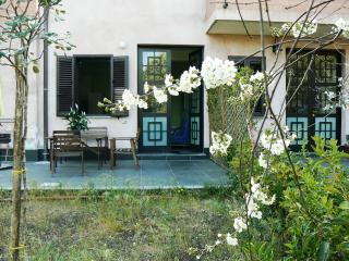 Cozy lovely apartment with spacious private garden, Nicolosi