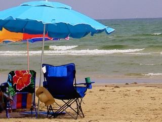 Beach Close, Sleeps 8, 25 Ft ,Pool, Pets Welcome, Port Aransas