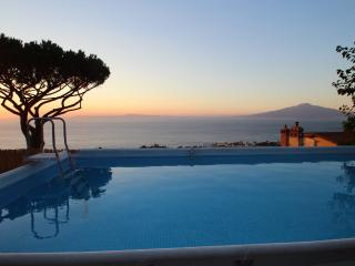 Wonderful villa view, pool, 3br/2ba in Sorrento, Sorrente