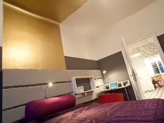 Designer Apartment at booming Yppenplatz, Viena