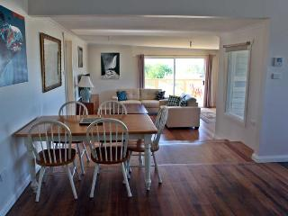 SeaView house is a gorgeous, upmarket, 4 bedroom, 2 bathroom property located in the lovely seaside town of Ulverstone