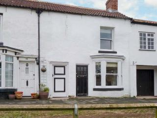 APPLE TREE COTTAGE, period, terraced cottage, woodburning stove, parking, garden, in Thirsk, Ref 28757 - Thirsk vacation rentals