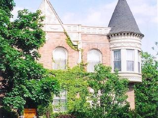 BEAUTIFULLY FURNISHED APARTMENT IN LOVELY HISTORIC HOME, Chicago
