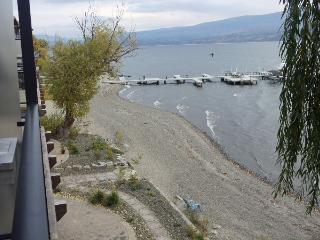 Beach View 3.5 bedroom at Barona Beach /boat slip, West Kelowna