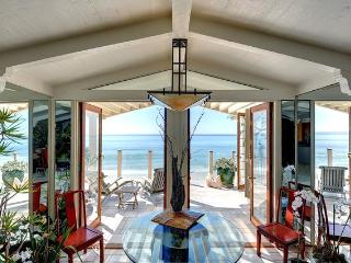 Endless Summer on the Sand at a Malibu Beach Villa, Malibú