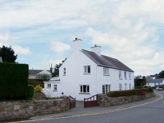 GLAN Y DON BACH, semi-detached cottage, off road parking, central village location, in Abersoch, Ref 20127
