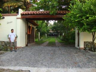 Beautiful 3,000 sq ft Beach House, El Porvenir