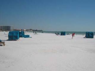 2BR1BA Siesta Key Crescent Beach HDTV PVR FreeWiFi - Siesta Key vacation rentals