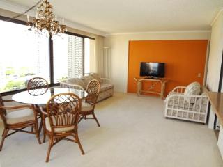 Spacious 2BR/2BA oceanview waikiki apt, Honolulu