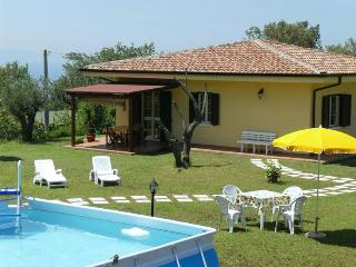 Apt Papavero in villa pool garden wifi sea view, Tropea