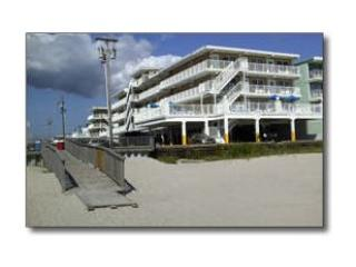 Summer Sands Beachfront Condo Steps to the Ocean!, Wildwood Crest