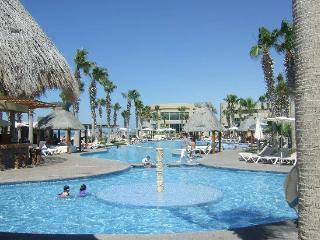 Labor Day Weekend Special at the Mayan Palace, Colonia Luces en el Mar
