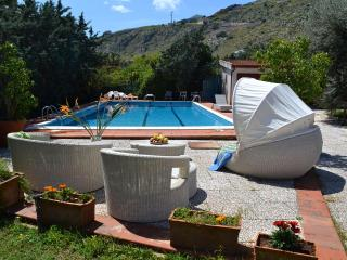 VILLA PANORMUS: Secluded villa in Mondello with p, Palermo