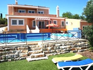 Luxury Algarve villa, heated pool, privacy, magnificent ocean view, in hills near S. Bras de Alportel - Bordeira vacation rentals