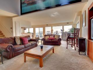 Four-bedroom townhome with beautiful bay views!, Newport