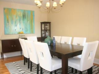 Luxurious 5-bedroom house w/parking, laund