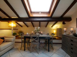 Quiet 6 Bedroom Bed and Breakfast on Florence Hillside, Sesto Fiorentino