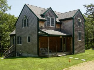 BEAUTIFUL SECLUDED ESCAPE WITH CENTRAL A/C, Oak Bluffs