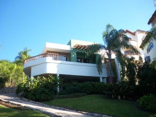 Villa Cherimoya - Flat Walk to Beach & Village, Sayulita