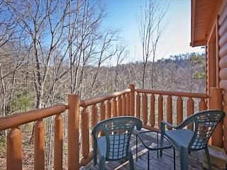 A quiet and secluded luxury cabin just 10 minutes from all the fun!, Sevierville