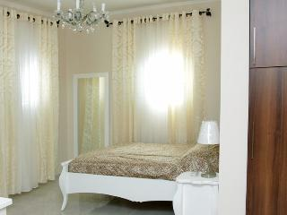 Lovely apartment 1 minute to the Beach, Bat Yam