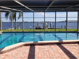 Casa Del Rio, Tropical Resort,River View,Pool&Dock, Cape Coral