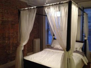 Exposed Brick Brownstone Apartment!, Jersey City