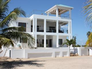 A New Dawn Beach House - brand new 3 bedroom home, Placência