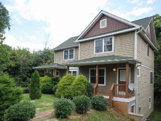 Walk to Downtown, Side B. Sunny, Bright! Wi-Fi, Quiet Neighborhood., Asheville