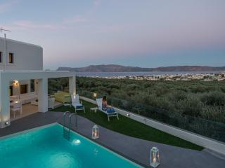 Modern private villa for up 10x, with pool & views, Chania Town