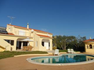 Villa With Pool near The Beach sleeps 10, Armacao de Pera