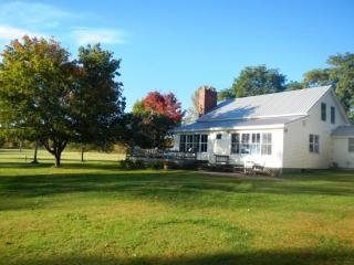 Country Home with 200 ft of Gradual Lakeshore located on the tip of North Hero Island. - Lake Champlain Valley vacation rentals