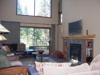 Book Holiday vacation NOW.  Sleeps 12, Dog OK, Sunriver