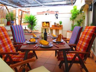 Attic, Barcelona Airport, BBQ, WIFI, Parking, Viladecans