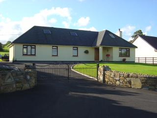 Cashel View  Centrally located countryside home, Open Fire etc., Castlebar