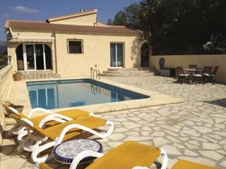 COMFORTABLE VILLA WITH PRIVATE POOL, SEA AND MOUNT, Pedreguer