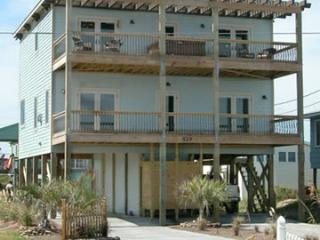 Luxury 4 Bedroom Beach House with private pool!!, North Topsail Beach