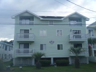 Cozy Beach Condo-Just steps from the beach!, Surfside Beach