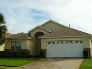 4BD/3BATH, PRIVATE POOL, MINUTES FROM PARKS!, Kissimmee